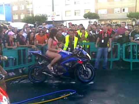 Concentracion motera ordes. Xicas lavando motos II