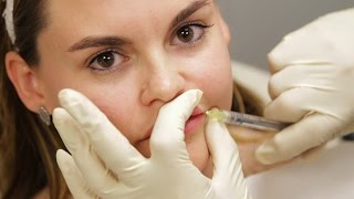 Women Get Lip Injections For The First Time