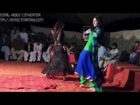 Chanda Pyari and Gajri Beautiful mujra in wedding 2017