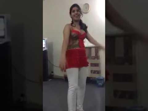 Is Ladki ne dance karne me sannylione ko bhi peeche choda
