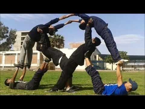 Practicando pirámides en la clase de Gimnasia 2014