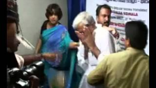 ▶ ATTACK ON TASLEEMA NASREEN  ,তসলিমা nasrin ki pagol