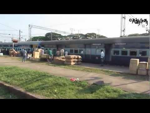 Trivandrum Jan Shatabdi arriving at Shoranur Junction !!