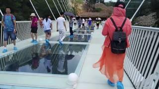 Glass Bridge ZhangJiaJie China (Jembatan Kaca)