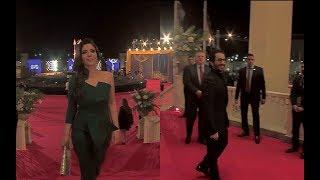 """مهرجان القاهرة السينمائي -  أناقة """" منى زكي """" وكوميديا """" أحمد حلمي"""" تخطف الأنظار على الريد كاربت"""
