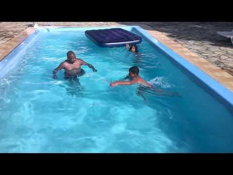 Jonatas e Gabi banho de piscina 28 01 2017 1