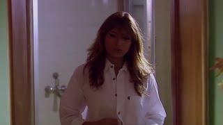 Bhabhi unbuttons her hot shirt