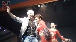 কোলকাতায় স্টেজ মাতালেন শাকিব খান | Shakib Khan Live Performance at Kolkata 2018