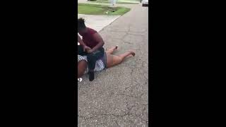 Two Womens Fighting on the Road -Street Fighter 😱😱😱