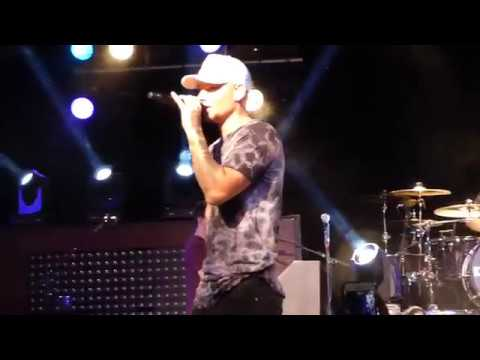"Kane Brown ""Medley of Stacey's Mom, Boyfriend, and Closer"" Live @ The Starland Ballroom"
