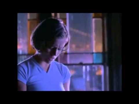 Charmed 1x01 Phoebe débloque le pouvoir des trois sans le savoir