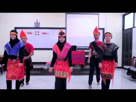 Download Lagu Tari Tor Tor Batak Gondang Marhusip Mahasiswa Kreatif Politeknik Keuangan Negara STAN MP3
