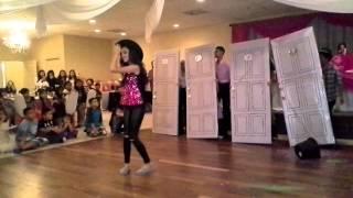 El Chico del Apt 512, Baile Sorpesa, Carmen C