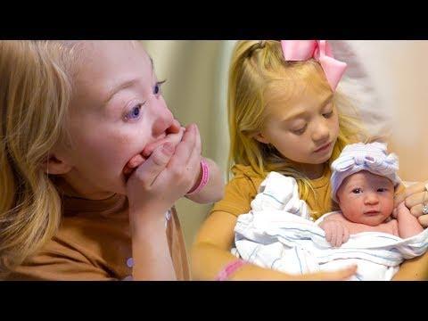 Xxx Mp4 Everleigh Meets Her New Baby Sister For The Very First Time 3gp Sex