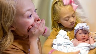 Everleigh meets her New Baby Sister for the Very First Time!!!