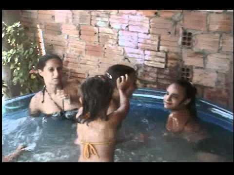 banho de piscina com primas10 01 12.AVI