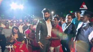 Vikram Fights for his Fan at Asianet Film Awards