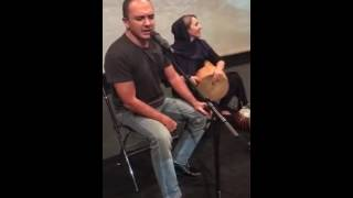 مهرناز دبيرزاده/مدرس و نوازنده ي سازهاي كوبه ايي/همراه احسان كرمي عزيز/در پشت صحنه ي گروه موسيقي نوش