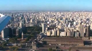 Impressionante vista arrivo città Buenos Aires da aereo, volo Mendoza-BAires, megacittà