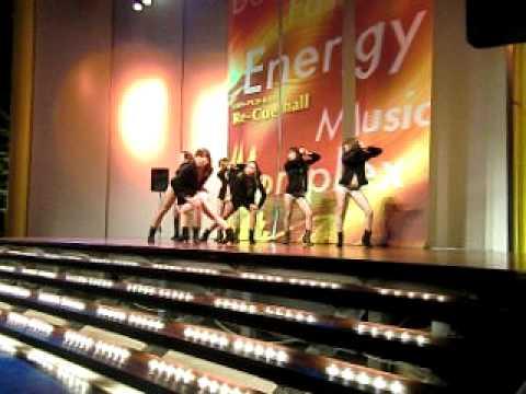 LAS GATITAS & LAS GATAS REGGAETON PERFORMANCE SHINPUKAN 2011 10 8