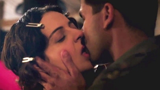 Kangana Ranaut ने Shahid Kapoor को किया KISS