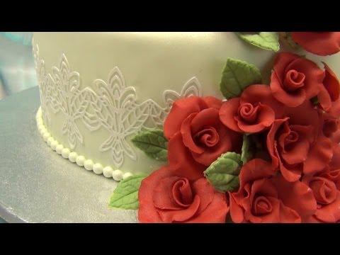 Come realizzare e decorare una torta a piani