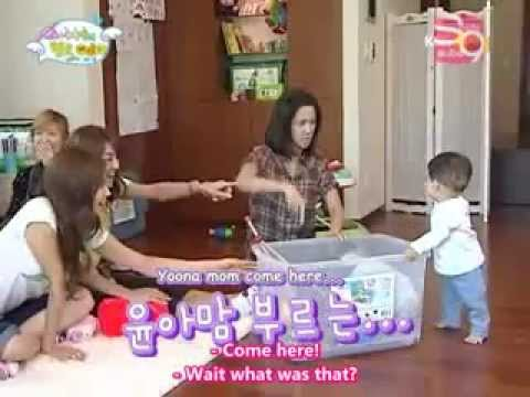 SNSD Funny Mommy Yoona help me