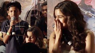 Alia Bhatt gets embarrassed by a little fan's gesture! Full Video