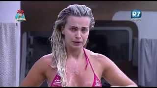 Veridiana Freitas - A Fazenda 8 - Banho e paga Peitinho (0000)