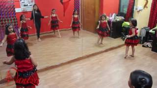Cute girls dancing in ladki beautiful kar gayi chull