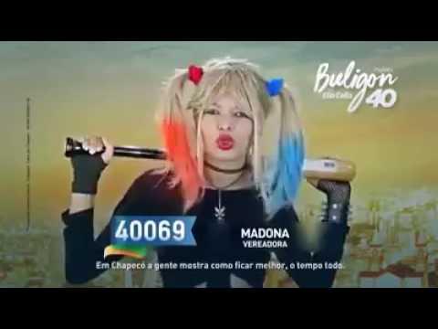 Candidata a vereadora Madona Gostosa vestida de Arlequina