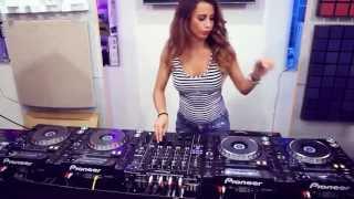 Hot Girl DJ : Play the hot tracks 2013