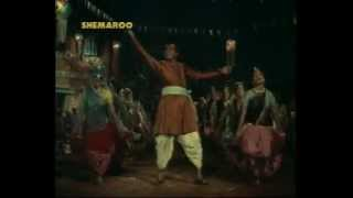 Mere Pairom Me Ghungharoo Bandha De- Sangharsh 1968 .flv