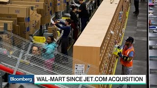 How Wal-Mart Plans to Battle Amazon