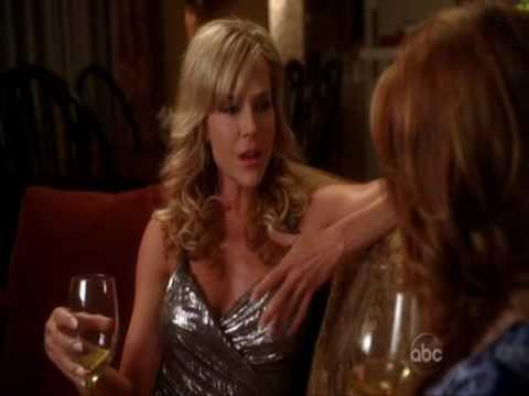 Desperate Housewives - Lesbian Kissing Scene Katherine(Dana Delaney) & Robin (Julie Benz)