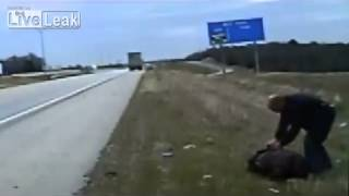 Cop shot in the face after motorist pulled over from liveleak