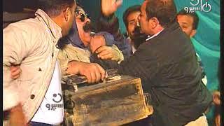 انسى الدنيا׃ شاهد إبراهيم نصر يسرق حذاء الزبون ويهرب