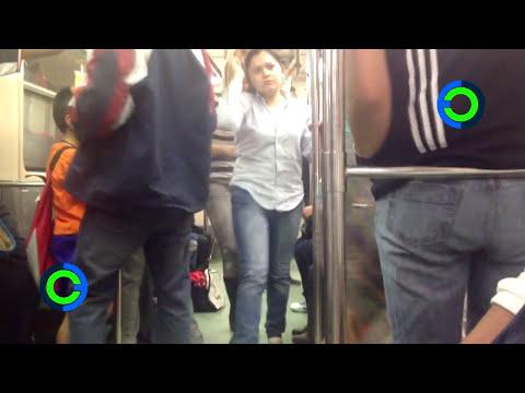 NoPantsMX Viajan en calzones en el Metro del DF