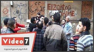 بالفيديو   أهالى الزيتون يعتدون على «زعيم» الإخوان بالمظاهرات بالضرب وضابط يحميه