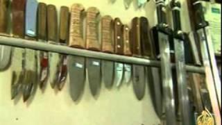 صناعة السيوف والخناجر في مدينة زنجان الإيرانية
