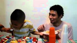 cide//Rafael cortando o bolo der aniversário SP Brasil BR