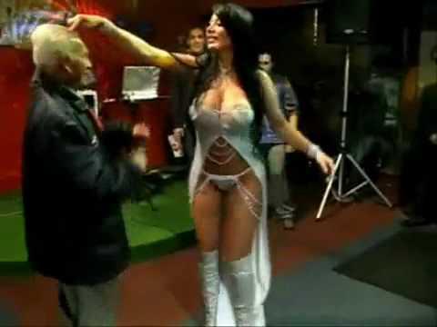 YouTube Viejito y Chicas Sexy Bailando Reggaeton Chicas Baile Sexy del Tubo con Reggaeton Mozilla Firefox