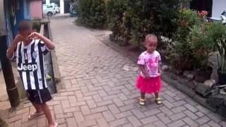 dance kid while playing