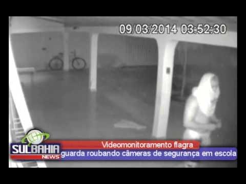 Videomonitoramento flagra guarda roubando câmeras de segurança em escola