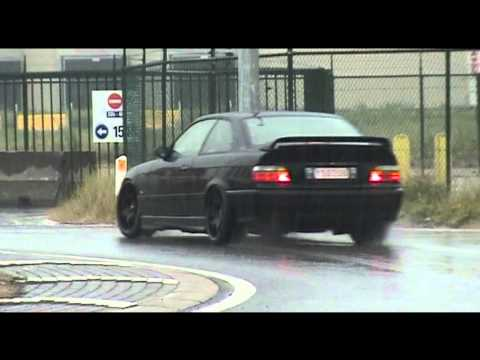 BMW E36 M3 3.2 Roundabout Drift in rain
