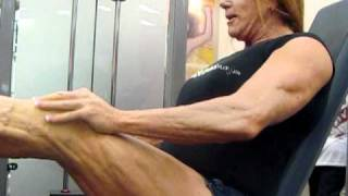 Mature female muscle with big...vascular quads!