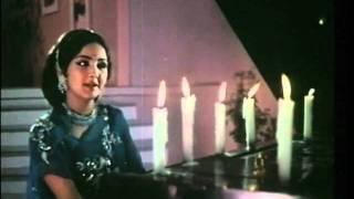 Manchali (1973) - Kali Kali Choome Gali Gali Ghume