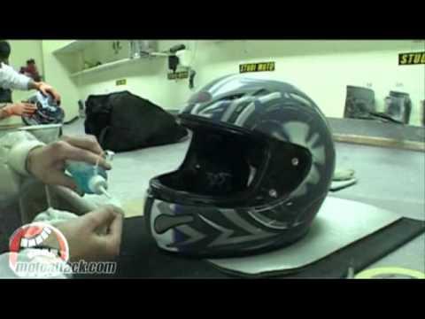 Reportaje MotoRattack Cómo se pinta un casco