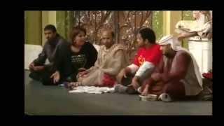 مشهد زاحف من مسرحية طارق العلي تحت الصفر