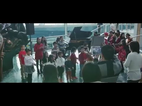 Christmas Children s Flash Mob at YVR Airport